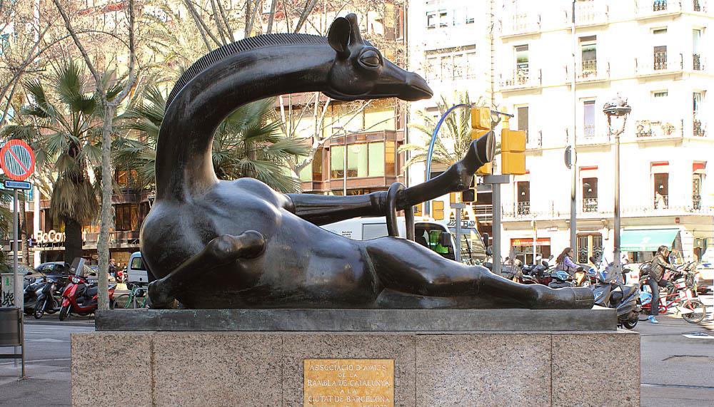 5 obras de arte que te esperan en las calles de Barcelona