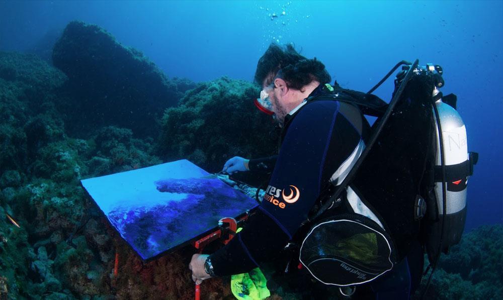 Alfonso Cruz: Poesía transformada en lienzo bajo el mar