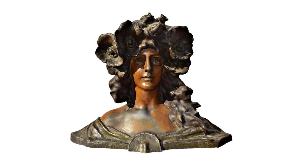 Rostros y cuerpos de mujer moldeados en escultura